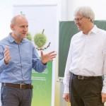Thomas Schmidt und Dr. Thomas Kremer im Gespräch