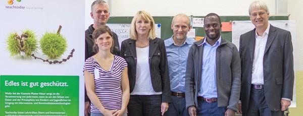 Natascha Riebel (Helliwood), Sven Hansen (Lehrer), Annette Reuter (Deutsche Telekom AG), Thomas Schmidt (Helliwood), Hans Serpei (freier Social-Media-Berater), Dr. Thomas Kremer (Deutsche Telekom AG)
