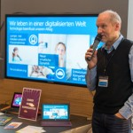 Thomas Schmidt erläutert den Eltern die Chancen und Risiken der Mediennutzung in der Familie