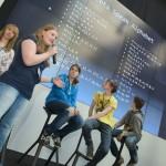 Die Jugendlichen präsentieren ihre Ergebnisse.